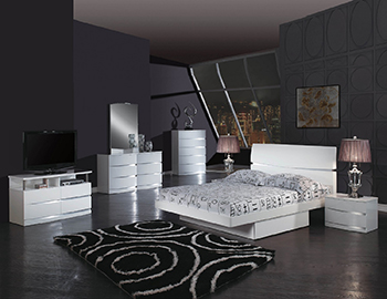 Global United Wynn - 4PC Bedroom Set in White Color.